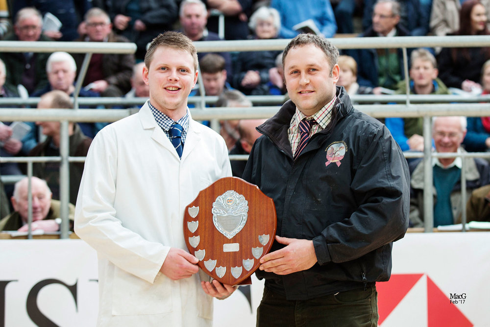 Michael Stronach receives the New Trend Trophy – Stirling February Bull Sales