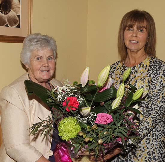 NI Simmental Cattle Breeders' Club committee member Thelma Gorman presents a token of the club's appreciation to Mrs Phyllis Glasgow.