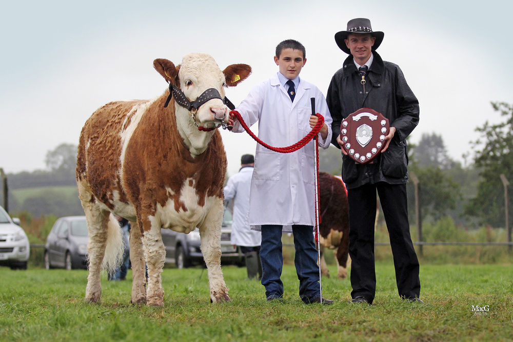 Young stockperson of the year Jason Whitcroft receives his award from club chairman Richard Rodgers.