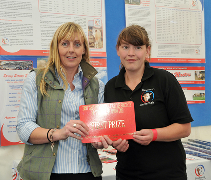 Anwen Jones receives the 1st Prize for Individual Senior presented by Sponsor Stephanie Denny of the Farmers Guardian