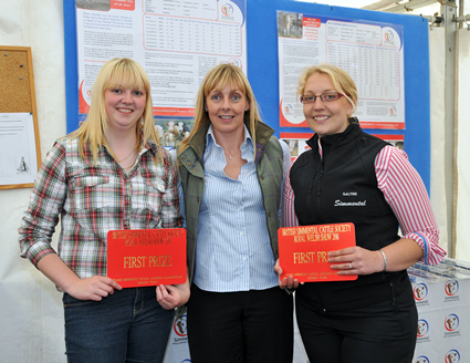 Gayle Houliston and Jenna Ballantyne receive 1st Prize for Senior Team, presented by Sponsor Stephanie Denny from the Farmers Guardian