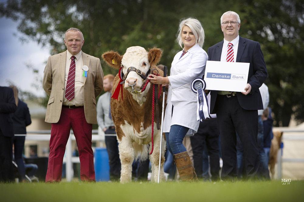 Julie Stinson, Enniskillen, exhibited the reserve junior champion Cleenagh Jessica. Making the presentation are Michael Barlow, judge; and Kilian McDonnell, Danske Bank.