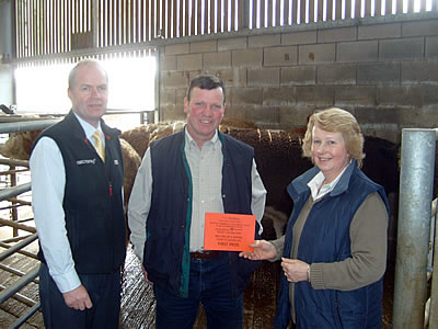Simmental x Heifers over 15mnths Mr Millar Prieston with Russell Drummond from Pfizer (sponsors) and Chairman Mrs Dorothy Moffat.